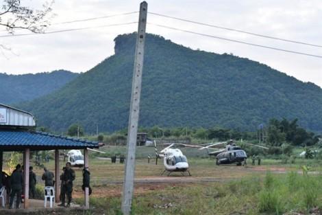 Giải cứu đội bóng Thái Lan: 5 người bị kẹt lại trong hang 'vẫn khỏe mạnh'