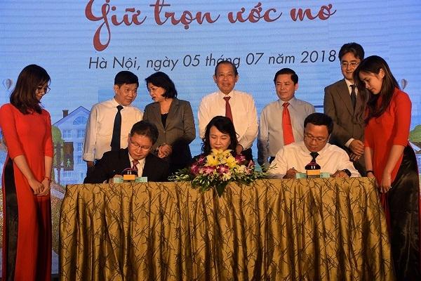Honda Viet Nam cong bo chuong trinh trao tang mu bao hiem cho hoc sinh lop Mot toan quoc nam hoc 2018 - 2019