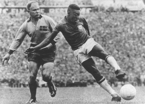Kylian Mbappe: Một bước lên tầm huyền thoại Pele?