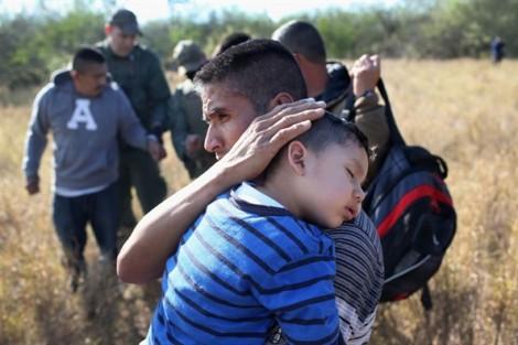 Tiếng khóc thảm thiết của em bé 1 tuổi trong phiên tòa dành cho trẻ nhập cư