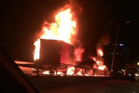 Xe khách tông xe đầu kéo bốc cháy, 3 người thương vong