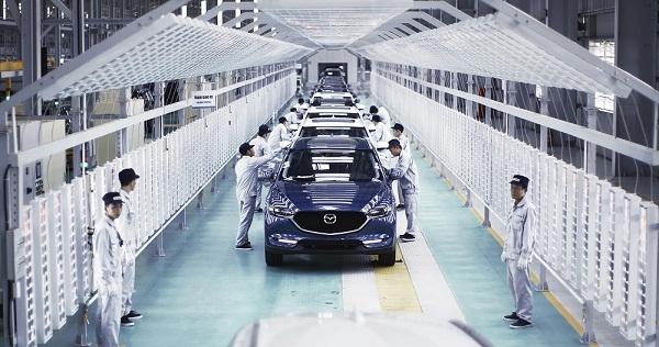 16.500 xe Mazda den tay khach hang trong sau thang
