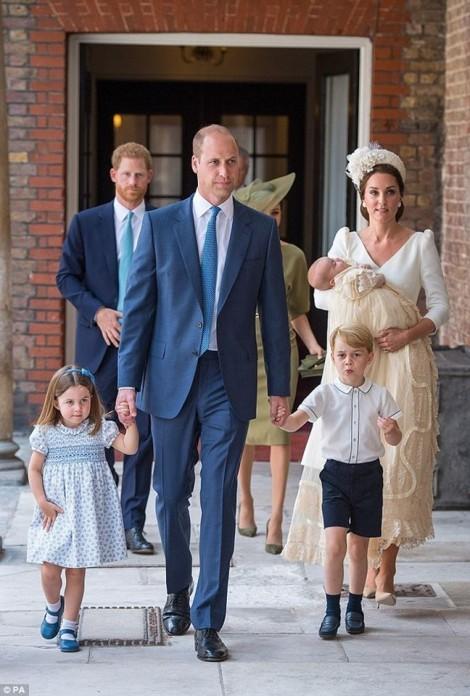 Công nương Kate Middleton lấy lại vóc dáng thon gọn chỉ sau 2 tháng sinh hoàng tử