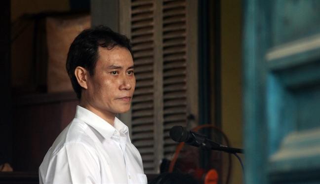 Nguyen can bo cong an buon lau hang loat 'sieu xe' tu Campuchia ve Viet Nam