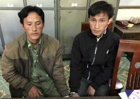 Ba cha con mang hung khí đi mai phục, 'giải cứu' vợ từ tay cảnh sát