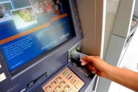 Ngân hàng đang khiến người dân sợ dùng thẻ