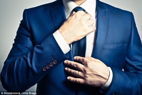Tại sao thắt cà vạt làm hạn chế máu đến não?