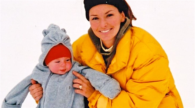 Shania Twain tiet lo ly do chang bao gio tang qua sinh nhat cho con trai