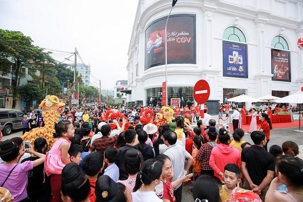 Vincom khai truong dong loat ba trung tam thuong mai tai Son La, Nghe An va TP.HCM