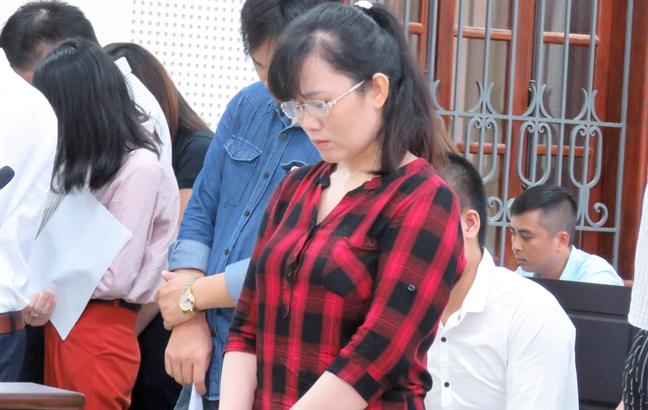 'Hot girl' ngan hang Eximbank 'thut ket' 50 ty dong cua khach VIP linh an chung than