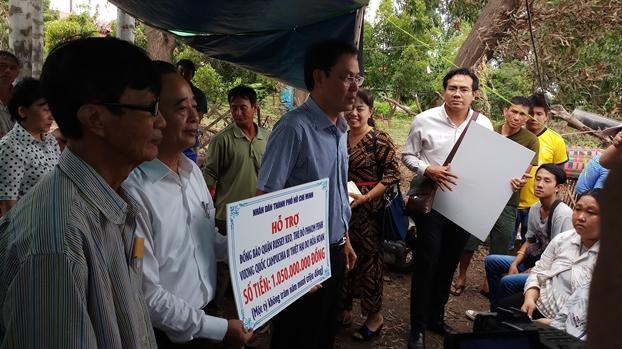 TP.HCM trao gan 1,2 ty dong cho kieu bao bi hoa hoan o Phnom Penh