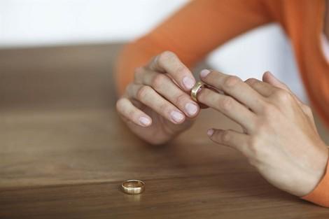 Có được bù đắp tuổi thanh xuân khi ly hôn không?