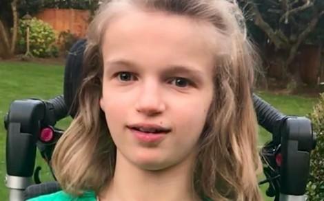 Mẫu nhí 13 tuổi bị bại não được bồi thường 15 triệu bảng Anh