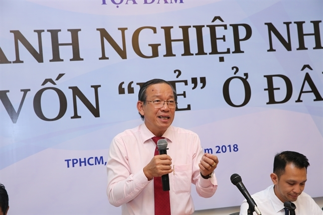 Doanh nghiep muon vay von de phai co… 'phi boi tron'?