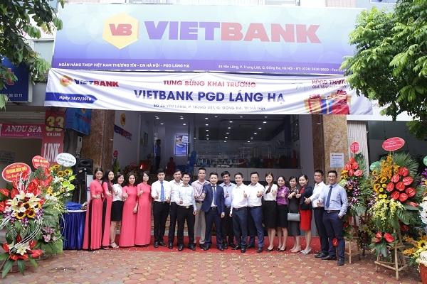 Vietbank danh hang tram qua tang khach hang nhan dip khai truong tru so moi – Phong giao dich Lang Ha