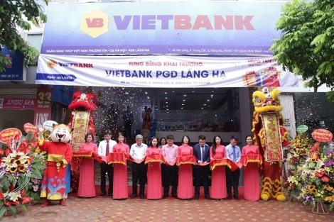 Vietbank dành hàng trăm quà tặng khách hàng nhân dịp khai trương trụ sở mới – Phòng giao dịch Láng Hạ
