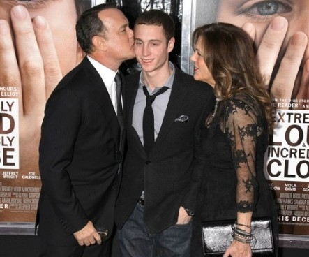 Con trai Tom Hanks 'nen nguoi' nho lam cha