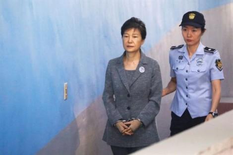 Cựu Tổng thống Hàn Quốc Park Geun Hye bị tuyên thêm 8 năm tù