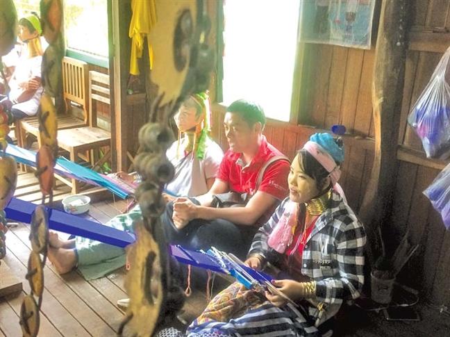 Len doi xuong ho o Shan State