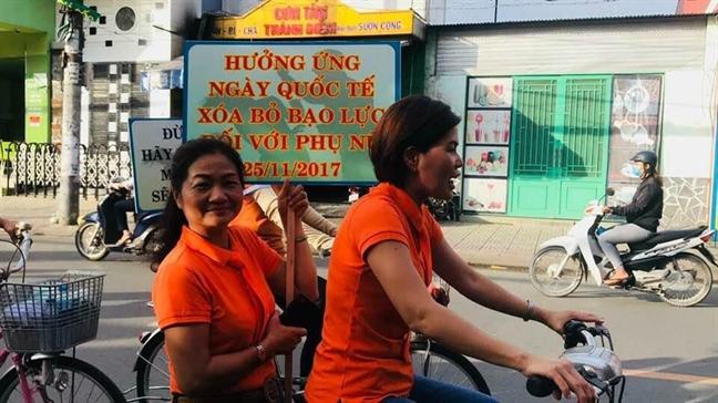 Q.Tan Phu: Dap xe dieu hanh tuyen truyen phong chong bao luc gia dinh