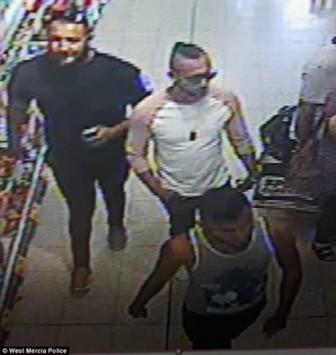Anh: Bé 3 tuổi bị 3 người đàn ông lạ mặt tạt axit dẫn tới bỏng nặng