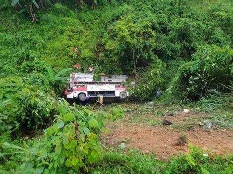 Xe khách chạy tốc độ cao rơi xuống vực sâu khiến nhiều người thương vong