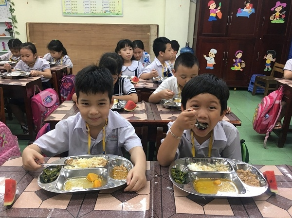 Tinh Cao Bang trien khai thuc don chuan cho hoc sinh tieu hoc ban tru