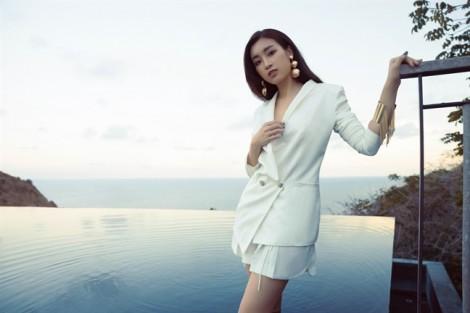 Hoa hậu Mỹ Linh gợi ý phối trang phục trắng và phụ kiện thanh lịch
