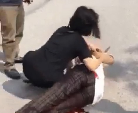 Quây đánh bạn, một nữ sinh bị đâm trọng thương