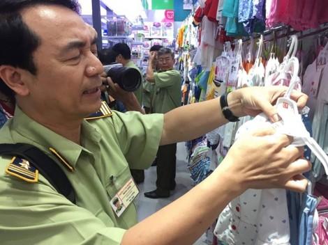 Cửa hàng Con Cưng bị thu giữ hàng nghìn sản phẩm dán nhãn mác bất minh