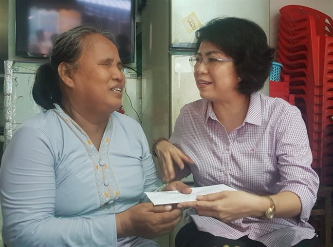 Lanh dao TP.HCM tham, tang qua cac doi tuong chinh sach nhan ngay 27/7