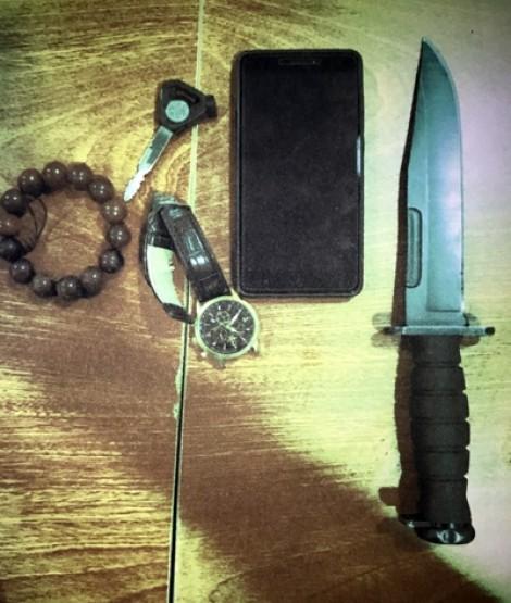 Hai thanh niên mang dao găm đi 'lạc' vào sân bay Tân Sơn Nhất bị bắt