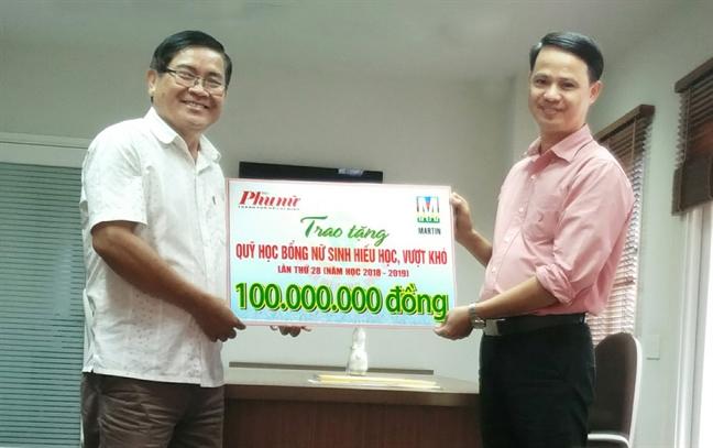 Martin 107 ung ho quy hoc bong Bao Phu Nu TP.HCM 100 trieu dong