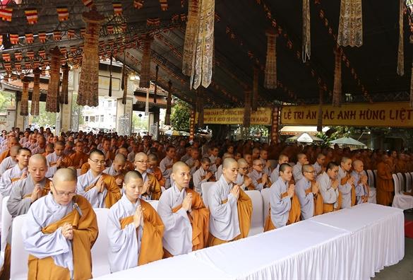 Linh thieng dai le cau sieu tuong niem anh hung, liet si tai to dinh Vinh Nghiem