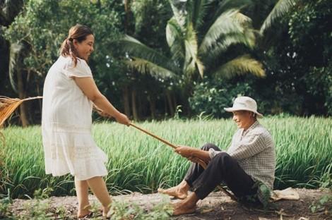 Phải lòng từ cánh đồng, thương yêu nhau đến già
