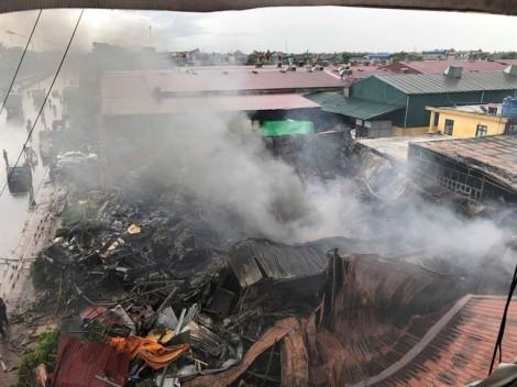 Tiểu thương khóc ngất sau vụ cháy chợ Gạo ở Hưng Yên