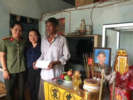 Phu nu Hoc Mon va Cu Chi cung hanh trinh 'Uong nuoc nho nguon'