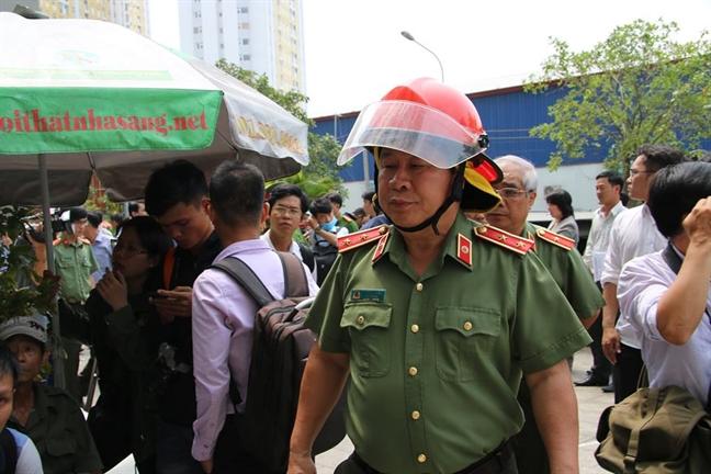 Xem xet ky luat Thu truong Bo Cong an Bui Van Thanh va nhieu tuong quan doi, cong an