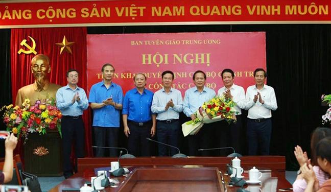 Ong Nguyen Manh Hung giu chuc quyen Bo truong TT&TT, ong Truong Minh Tuan lam Pho Ban Tuyen giao TU