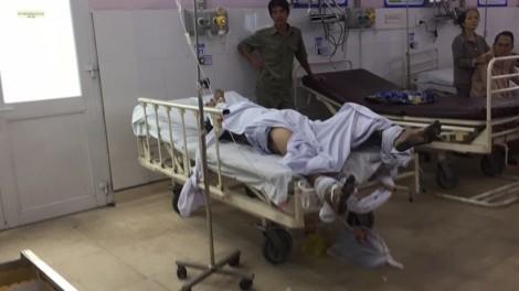 Khống chế kẻ ngáo đá nhốt bạn gái, một cảnh sát và người dân bị thương
