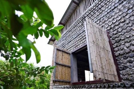 Độc đáo ngôi nhà 'đúc' từ 8.800 vỏ chai giữa lòng Hà Nội