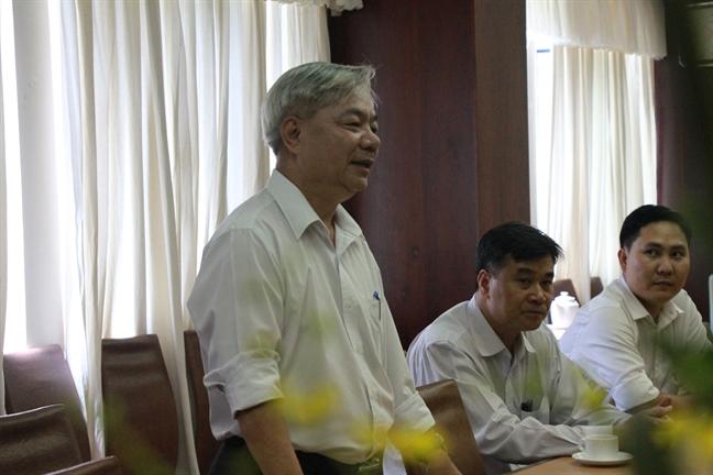Doan lanh dao Hoi LHPN TP tham, tang hoa chuc mung Ngay truyen thong nganh Tuyen giao