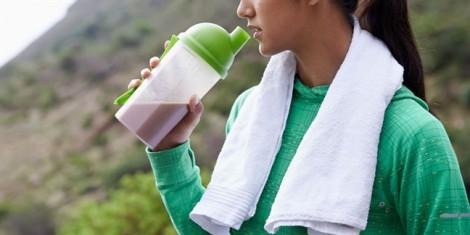 8 thực phẩm nên tránh sau khi tập luyện từ HLV sức khỏe châu Á