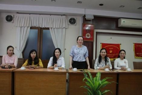 Đoàn lãnh đạo Hội LHPN TP thăm, tặng hoa chúc mừng Ngày truyền thống ngành Tuyên giáo