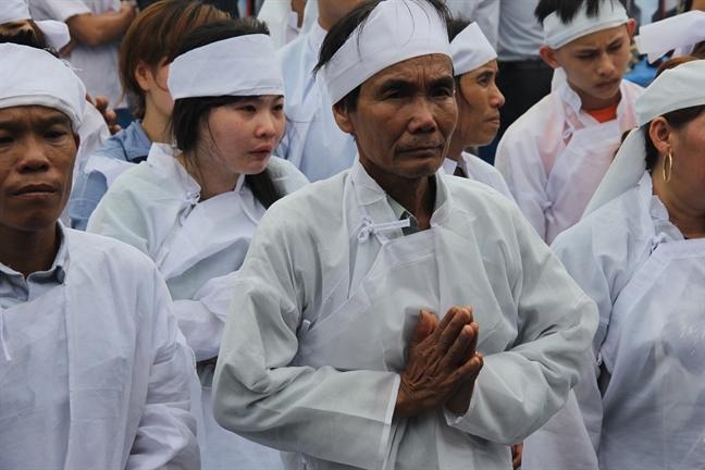 Nhoi long canh khan tang trang thon Luong Dien