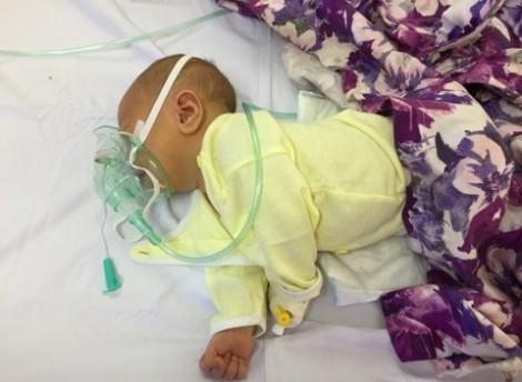 Bé trai 6 ngày tuổi tử vong sau khi cắt rốn tại nhà