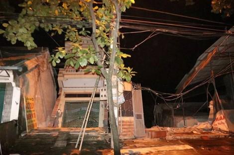 9 ngôi nhà sạt lở xuống dòng sông Đà: Không phải do thủy điện Hòa Bình xả lũ