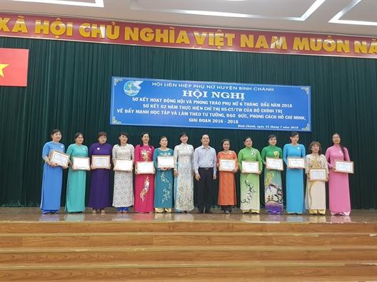 Huyen Binh Chanh: To chuc hang tram chuyen de cho phu nu