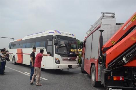Thực nghiệm hiện trường vụ xe khách va chạm với xe cứu hỏa trên cao tốc