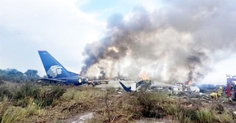 Vụ rơi máy bay ở Mexico: Tiết lộ lý do 103 người thoát chết